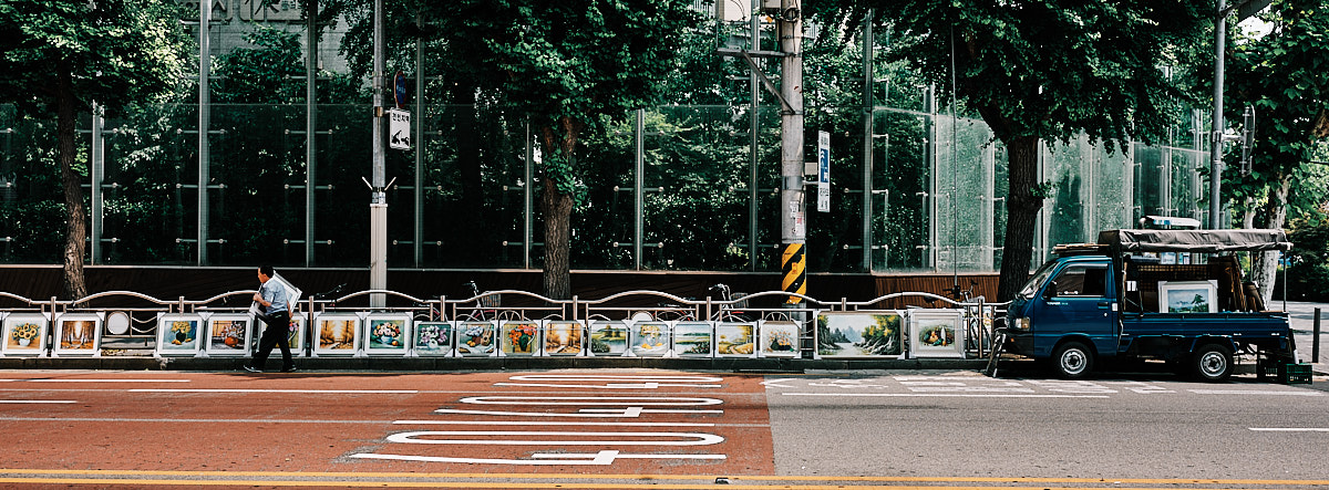 Picture salesman, Seoul, South Korea