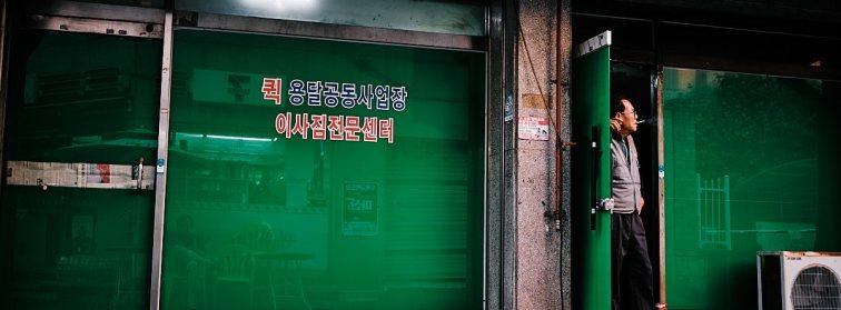 Illegal smoking, Seoul, South Korea