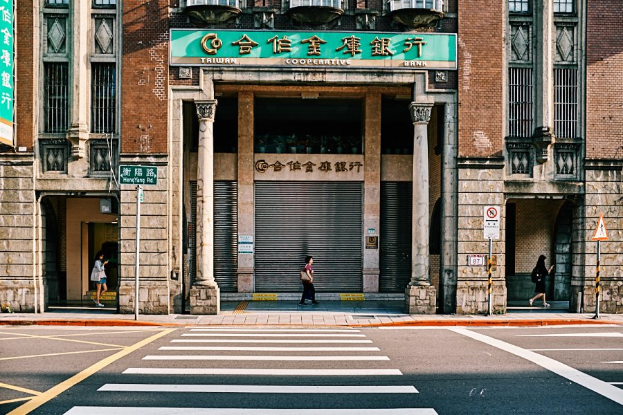 Taipei Bank Street Photography
