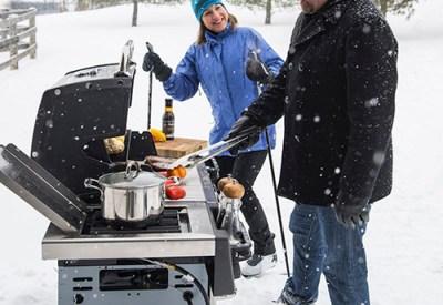 Zimowe grillowanie - jak opanować grillowanie w zimie
