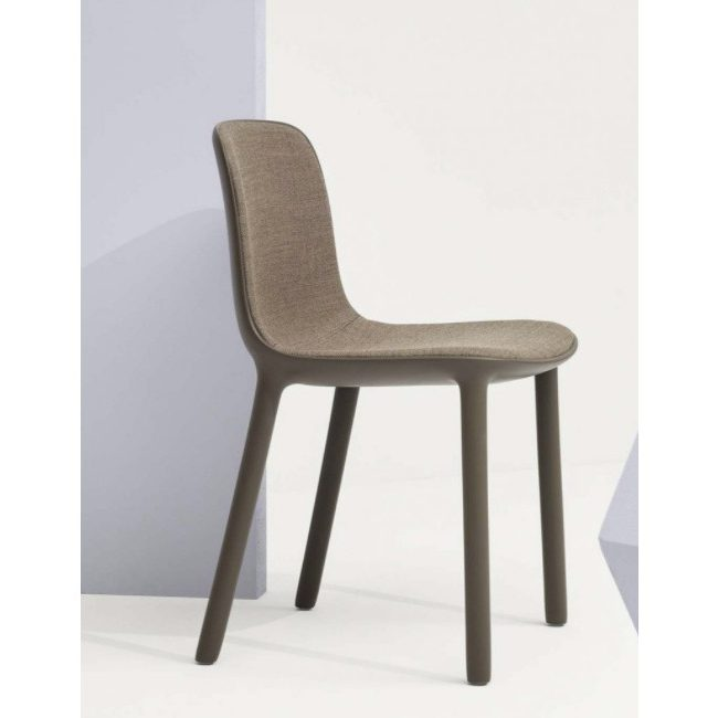 Freya side chair – Made with recycled polypropylene plastic.