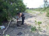 AGLY - Renaturation : Loïc prend un point GPS sur un banc de galets du fleuve