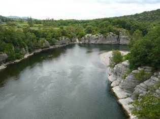 ARDECHE - Plan de gestion physique : vue sur la rivière aux abords des gorges de l'Ardèche