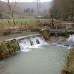 Dans le cadre de la maîtrise d'œuvre de la continuité écologique des rivières Gizia et Sonnette, photo d'un seuil