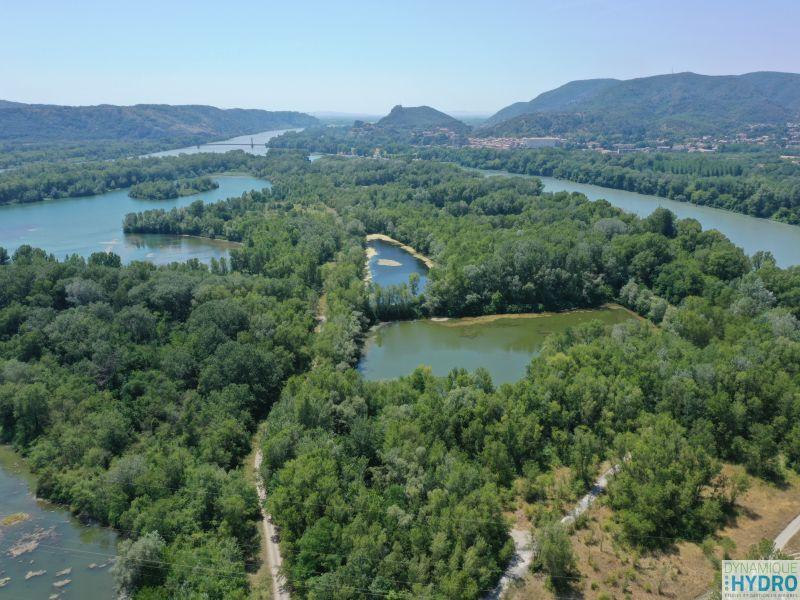 Vue des zones humides des îles du Rhône à Montélimar depuis notre drone MAVICPRO2