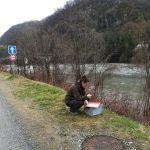 Anaïs Giraud réalise le point sécurité avant la mission du suivi morphologique des bancs de l'Isère