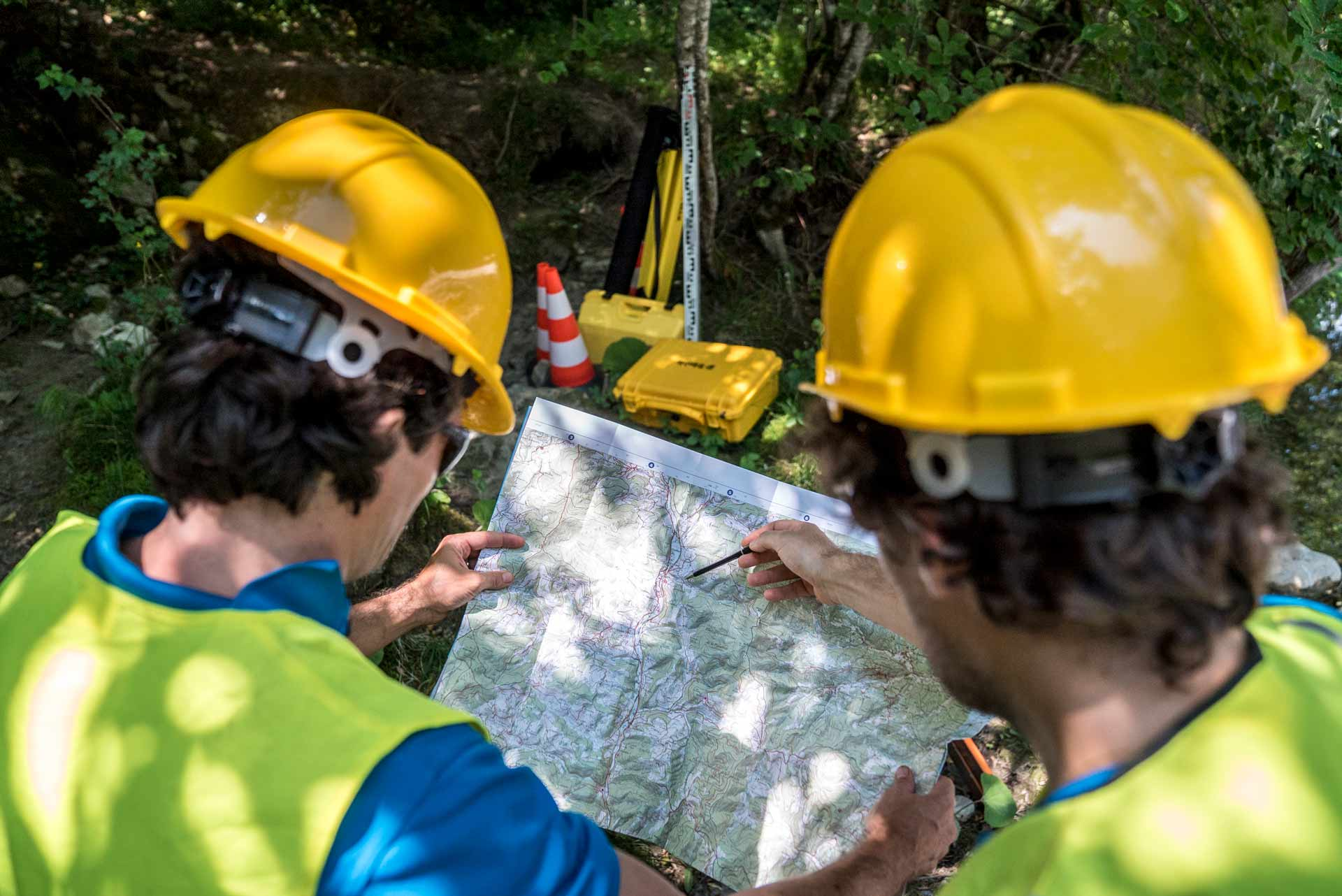 casque et cônes de chantier : matériel indispensable à la sécurité au sein de l'entreprise (MASE)