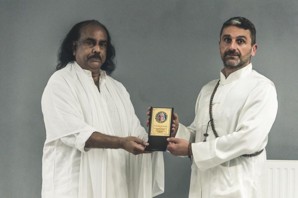 Guru Sitarasu und Meister Alex Kamanis