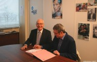 La signature de la convention entre Emmanuel CONSTANS, président de L'ADAPT et Vincent MARRON, président de DFD