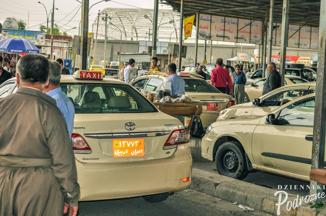 dworzec taxi w Erbilu - w Kurdystanie autobusy praktycznie nie kursują