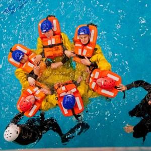 Hochsee-Überlebenstraining / Survival training on the high seas