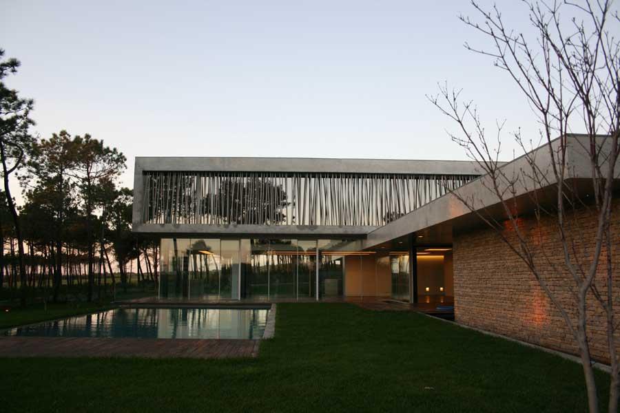 https://i1.wp.com/www.e-architect.co.uk/images/jpgs/portugal/cascais_house_a300910_rsm1.jpg