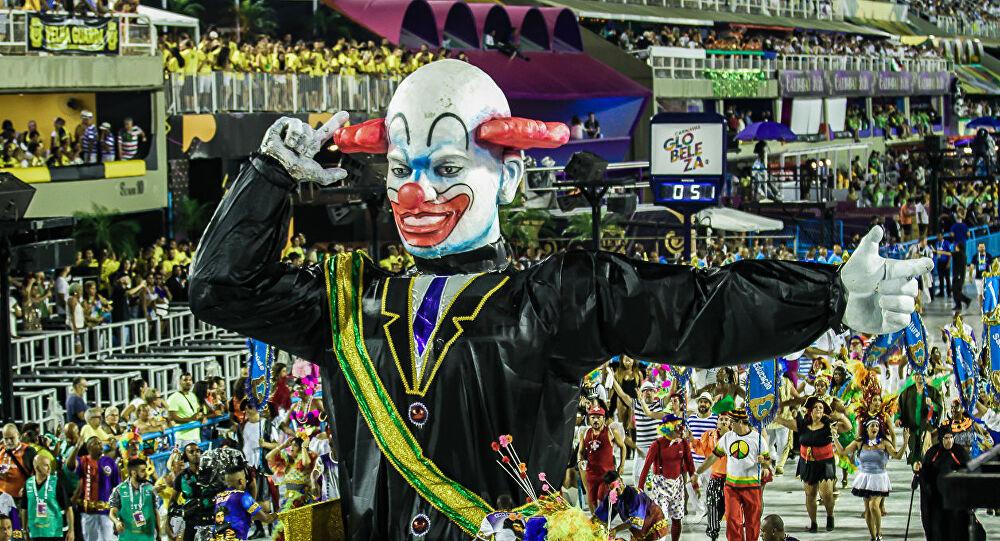 palhaco 1 - O palhaço gigante de escola de samba do Rio de Janeiro tinha só 9 dedos?