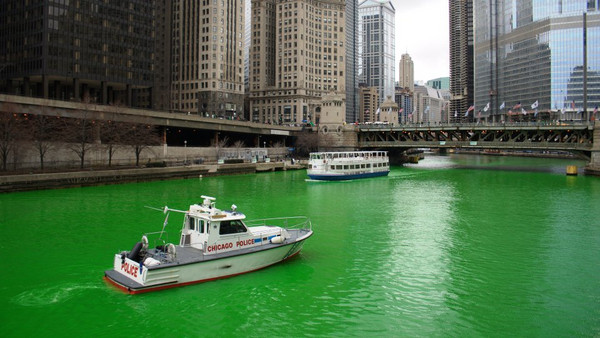 Chicago Dyeing the river Green