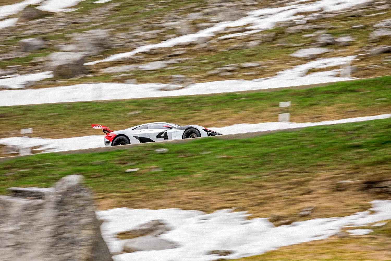 L'Audi e-tron Vision Gran Turismo al passo del Klausen. (Filip Zuan)