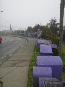 Animitas en la carretera, Puerto Montt, Chile. Tomado de http://goo.gl/Coufwe