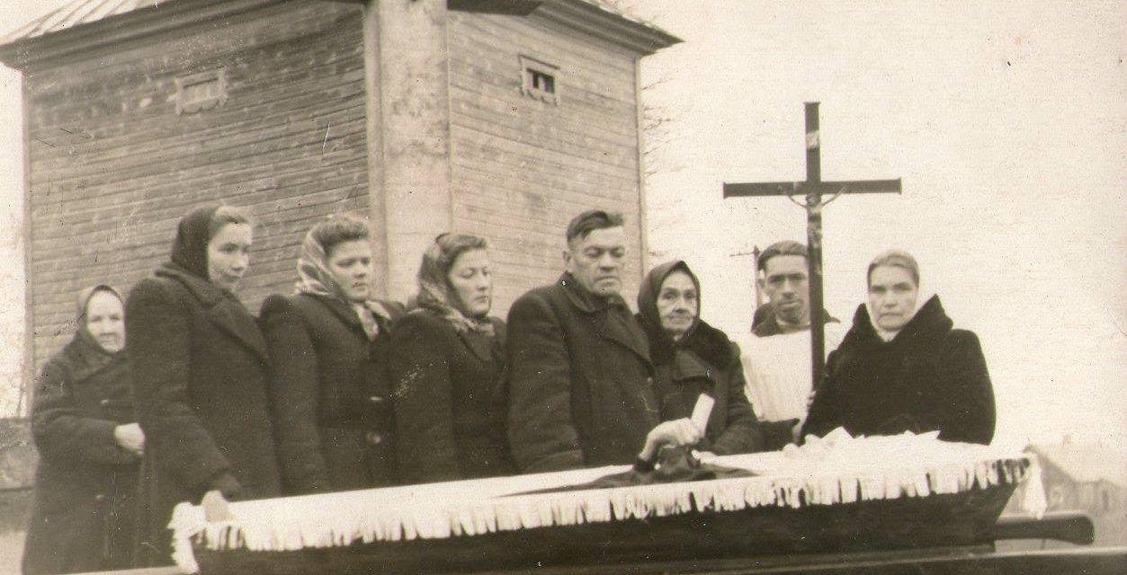 Desde la fotografía postmortem al streaming funerario: imágenes de un gesto que sobrevive