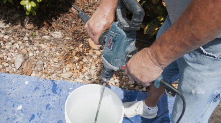Строителен миксер или още го наричат бъркалка за строителни смеси или бормашина – миксер