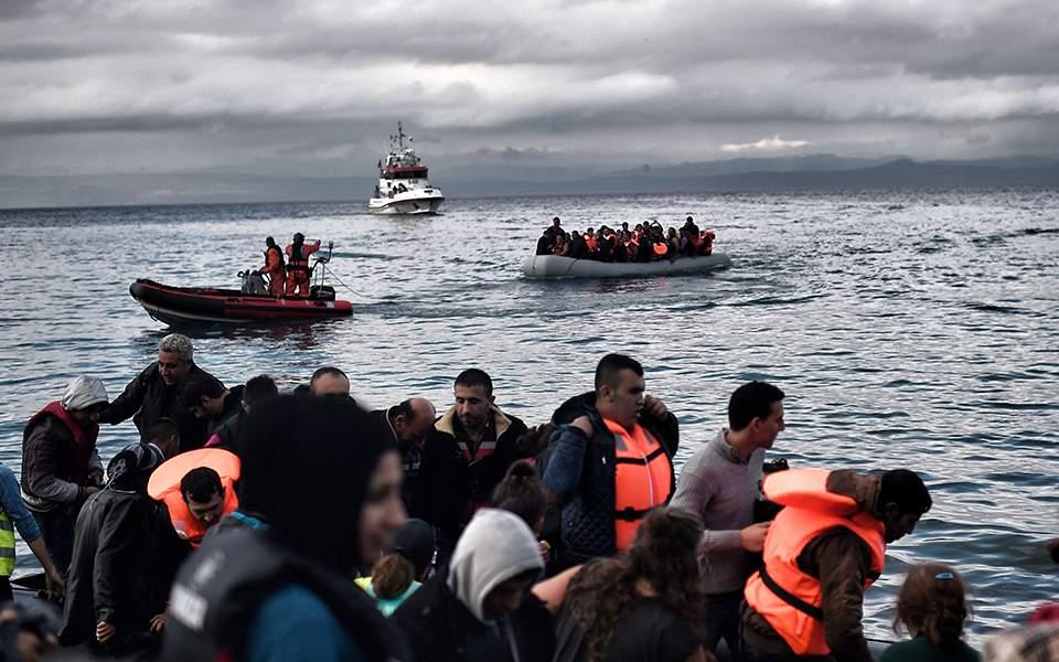 Εικόνα από την εισβολή μουσουλμάνων στη Λέσβο με 13 φουσκωτά σκάφη, που είχε τον χαρακτήρα στρατιωτικής απόβασης (29-08-2019)