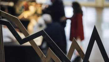 Handelsblatt για την Ελλαδα: ΟΙΚΟΝΟΜΙΚΗ ΚΑΤΑΡΕΥΣΗ ΚΑΙ ΥΦΕΣΗ ΜΕΧΡΙ 15%