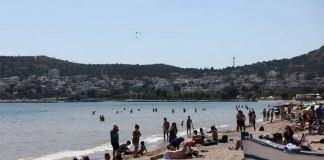 Αλλάζουν όλα σε παραλίες & ξενοδοχεία: Τι ισχύει με ομπρέλες & ξαπλώστρες – Τέλος ο μπουφές