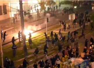 """Βίντεο και μαρτυρίες που """"αδειάζουν"""" την ΕΛ.ΑΣ Την ώρα πάντως που η ελληνική αστυνομία έβλεπε """"επίθεση 30 ατόμων και τραυματισμό δύο αστυνομικών"""", βίντεο και μαρτυρίες που είδαν το φως της δημοσιότητας καταρρίπτουν τους ισχυρισμούς της."""