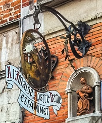 A l'Imaige Nostre-Dame is a small, comfortable pub just off Grand-Place