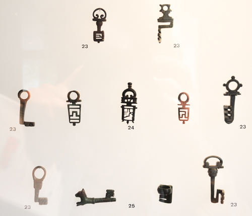 Curoius locks and keys at museum Carré Plantagenet