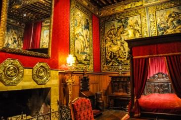 The dark red bedchamber of King Louis XIII