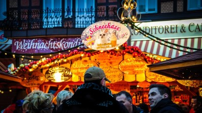 Here, you can smell the sweet, alcoholic scent of Glühwein and Punsch