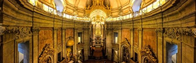 Beautifully illuminated Igreja dos Clérigos