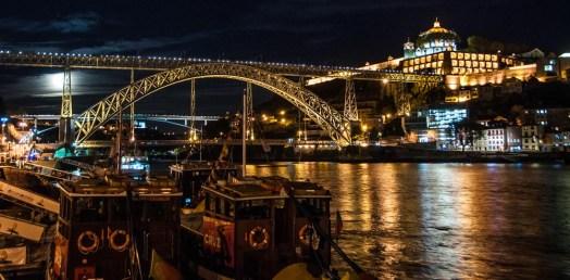 Supermoon, Rabelo boat and Luís I Bridge