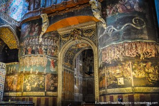The altar of the cathedral of Albi reminds people what happens to sinners. Very specifically!