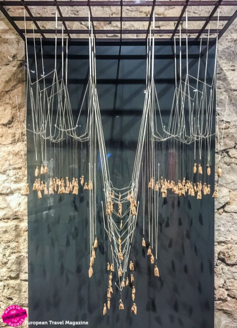 Upside down model of the church using strings, weights and gravity