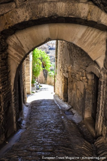 Discover beautiful old doorways, arcades and restored houses