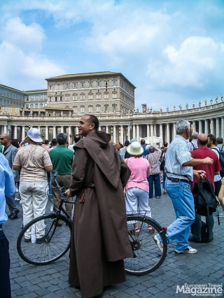 Not only tourists attend the Papal address