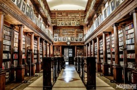 Check out the wonderful public library, located next to Chiesa del Gesù