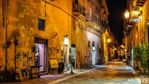 A stroll through the streets of Lecce in the evening can turn into a shopping spree