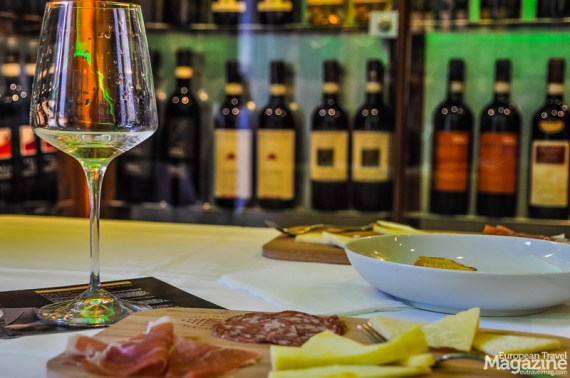 Treat yourself to a Masterclass, that lets you try 4 different wines and also includes a taste of the local olive oil together with toasted bread as well as a savoury, local fennel salami