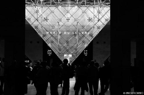 Silhouttes inside Louvre