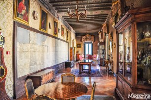 When visiting the library, you enter the former palace of the Corsini family, beautifully furnished and impeccably kept