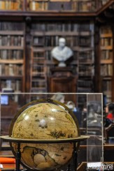 The library holds around 200.000 volumes of manuscripts
