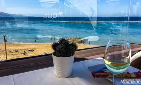 Located right on the Paseo las Canteras, this elevated spot is a nice spot to take in the beach vibe
