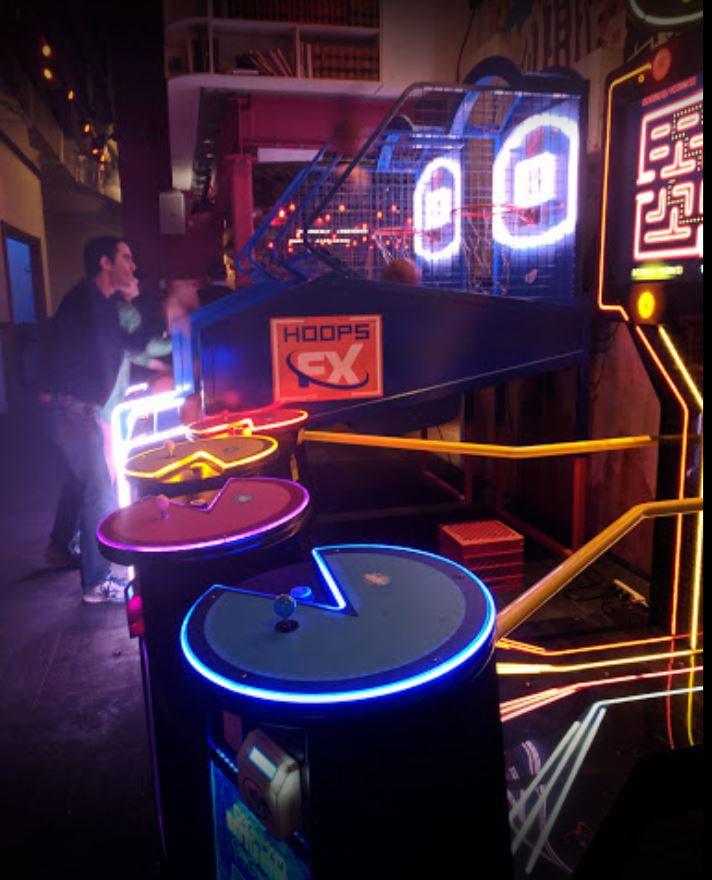 Hoops FX, pac-mac game at a bar