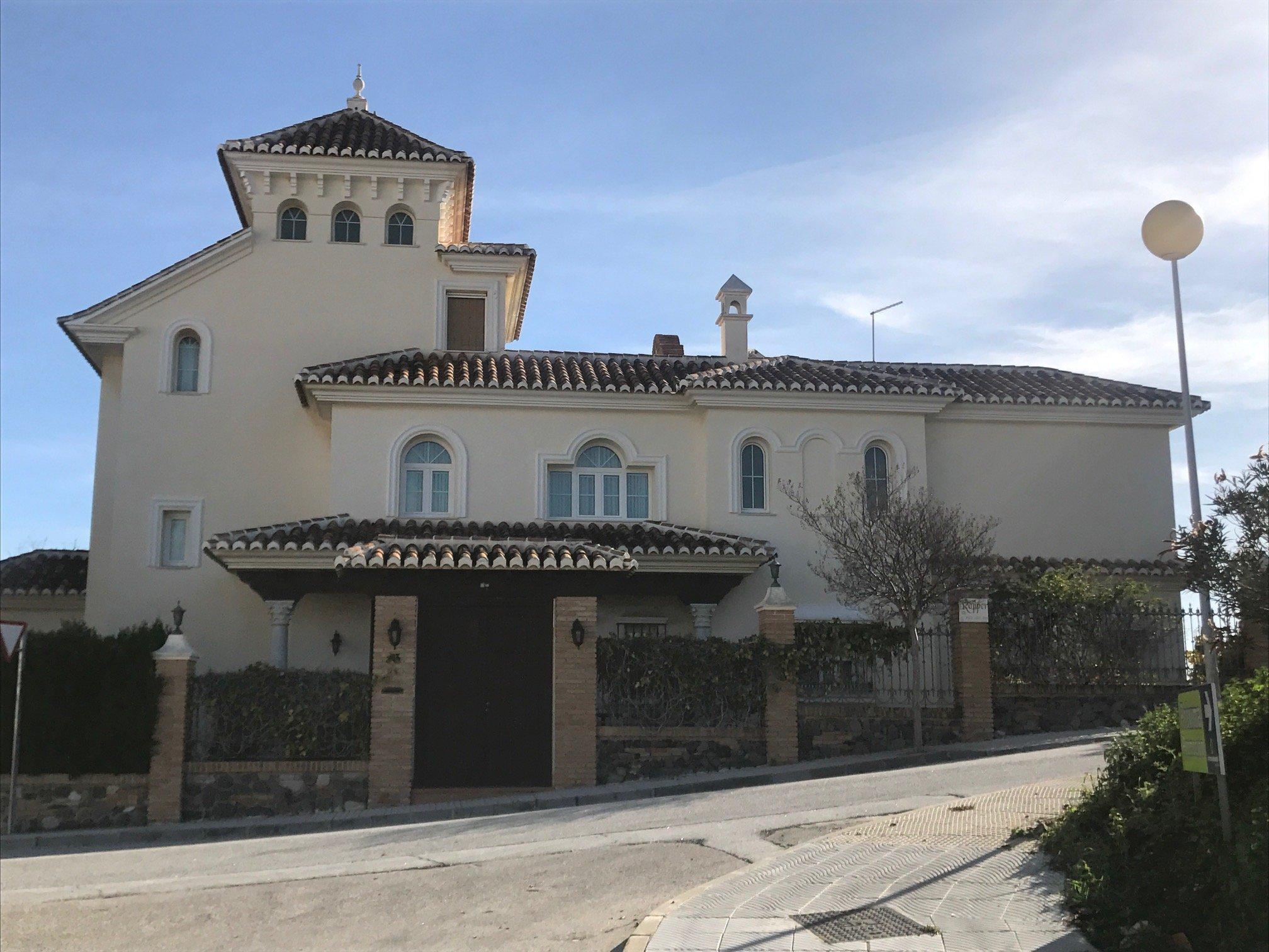 Instalación de Ventanas y Puertas para Chalet en Costa de Málaga