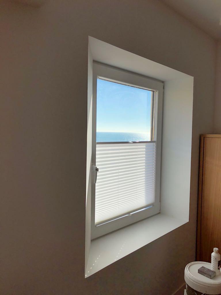 Instalación de ventana de PVC con persiana integrada