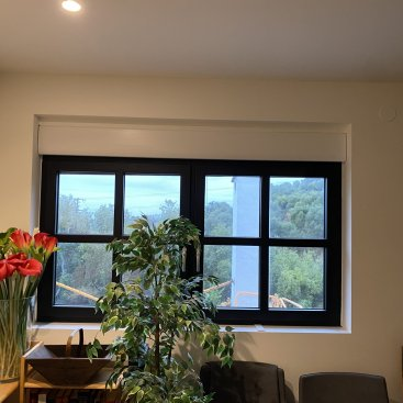 Instalación de ventanas de PVC oscilobatiente con cierre de seguridad de gran eficiencia energética en una casa de la provincia de Málaga