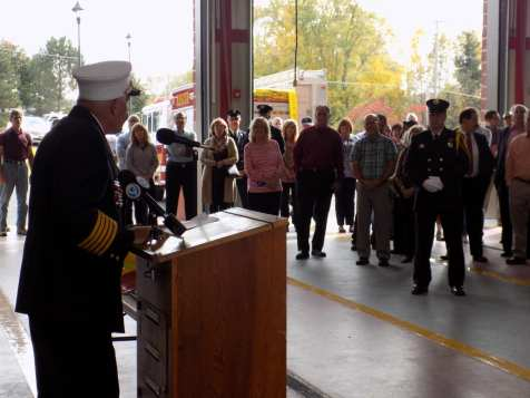 Mayor Paul Whorrall speaks to the crowd at the dedication ceremony Oct. 14. (Hayleigh Gowans)
