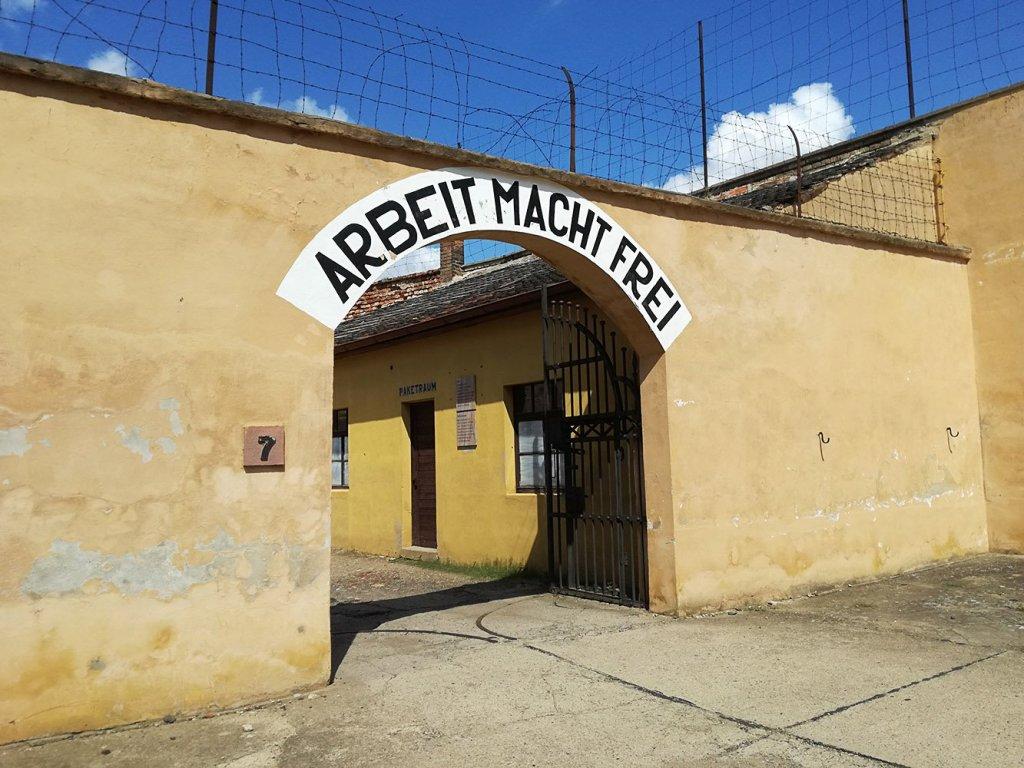 Terezin campo di concentramento da vedere vicino praga for Cassa parto cani usata