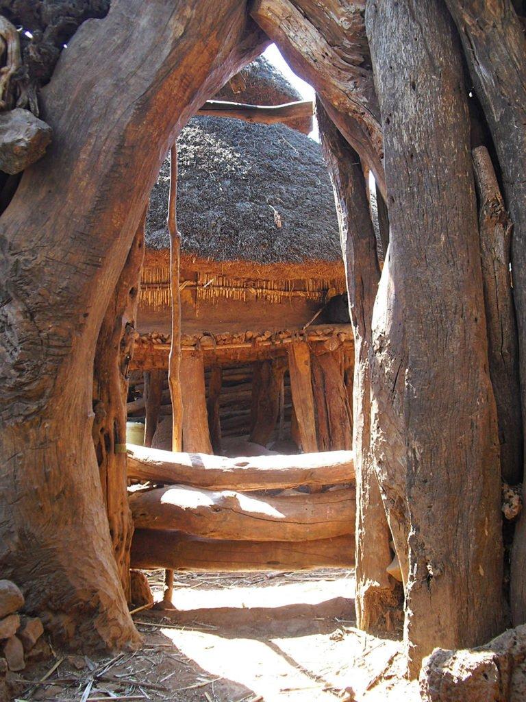 Macheke-interno-capanne-Omo Valley-Etiopia-Africa